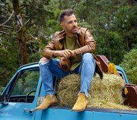 Mike Bahía lanza el vídeo de su canción 'Quédate aquí'